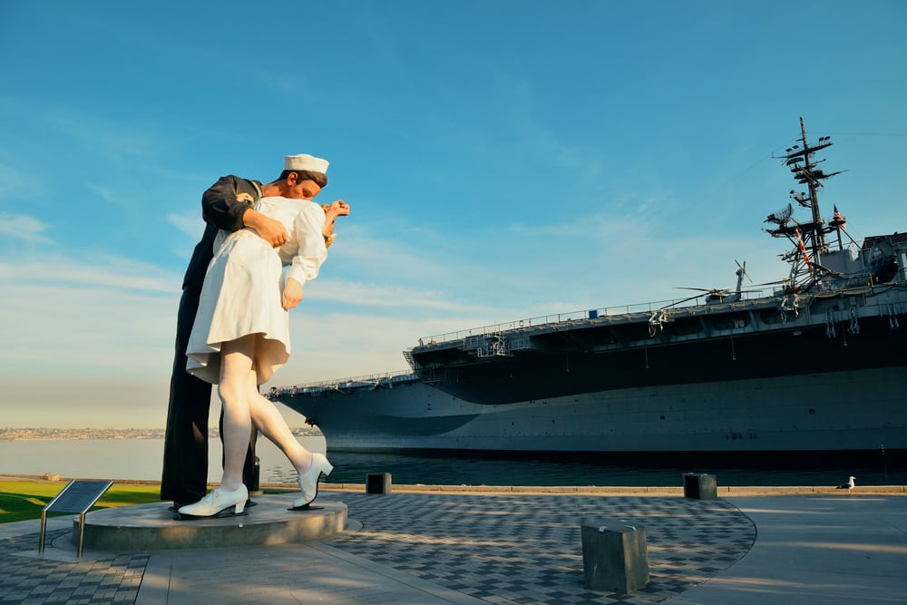 Unconditional Surrender Sculpture at seaport in San Diego